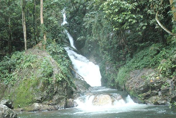 Air terjun Tujuh Panggung (www.southsumatratourism.com)